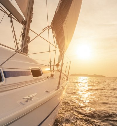 Sailing in Santorini: All you need to know before booking the optimal Santorini sailing tour experience